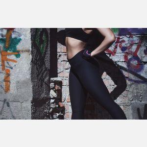 Legginsy czy spodnie dresowe - które lepsze na trening?