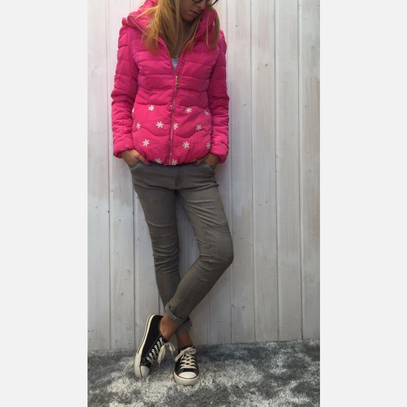 Kurtka damska w śnieżynki fuksja 56846